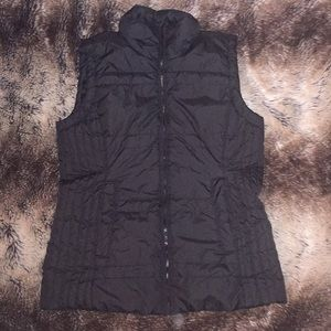 New York and Company black puffer vest (small)